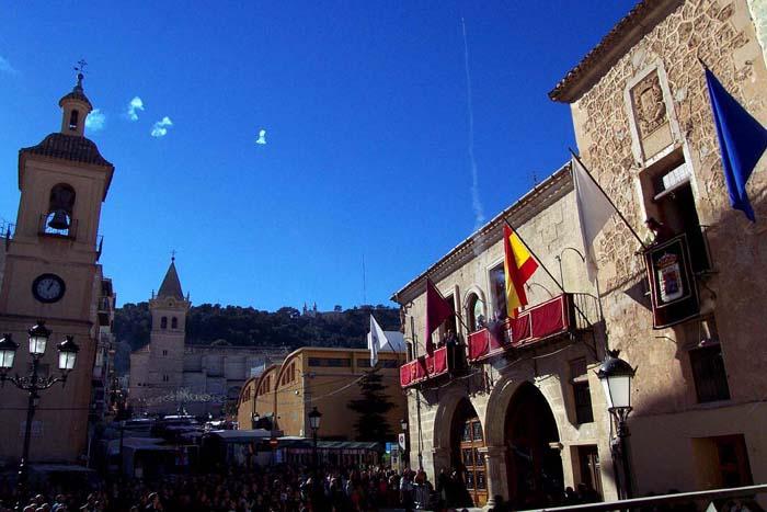 [Yecla_Fiestas_de_la_Virgen_del_Castillo]_Lanzamiento_de_cohetes