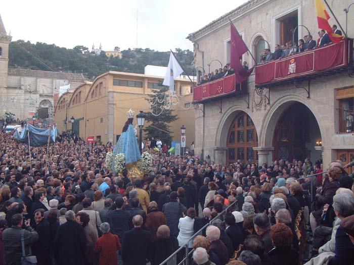 yecla_fiestas_de_la_virgen_del_castillo_la_virgen_frente_al_ayuntamiento