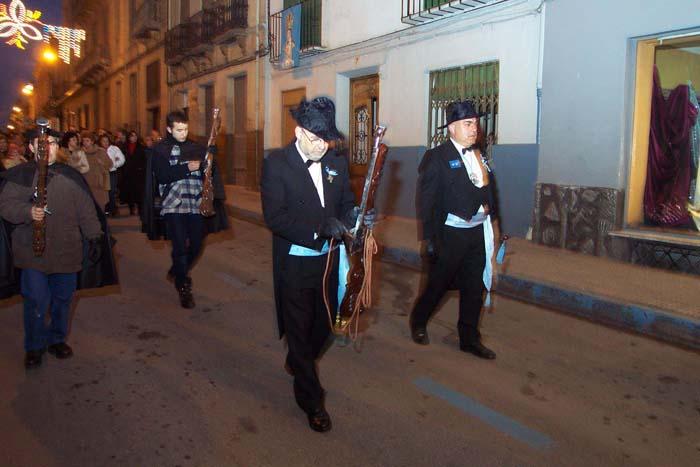 yecla_fiestas_de_la_virgen_del_castillo_preparando_el_arcabuz